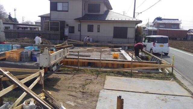 基礎工事、立ち上がりの枠組みが始まりました。