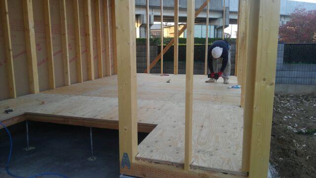 ガレージ脇の物置部屋、床下地、施工中です。