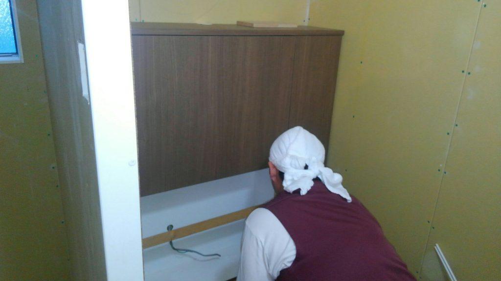 トイレの背面収納も大工さんの手づくりです。
