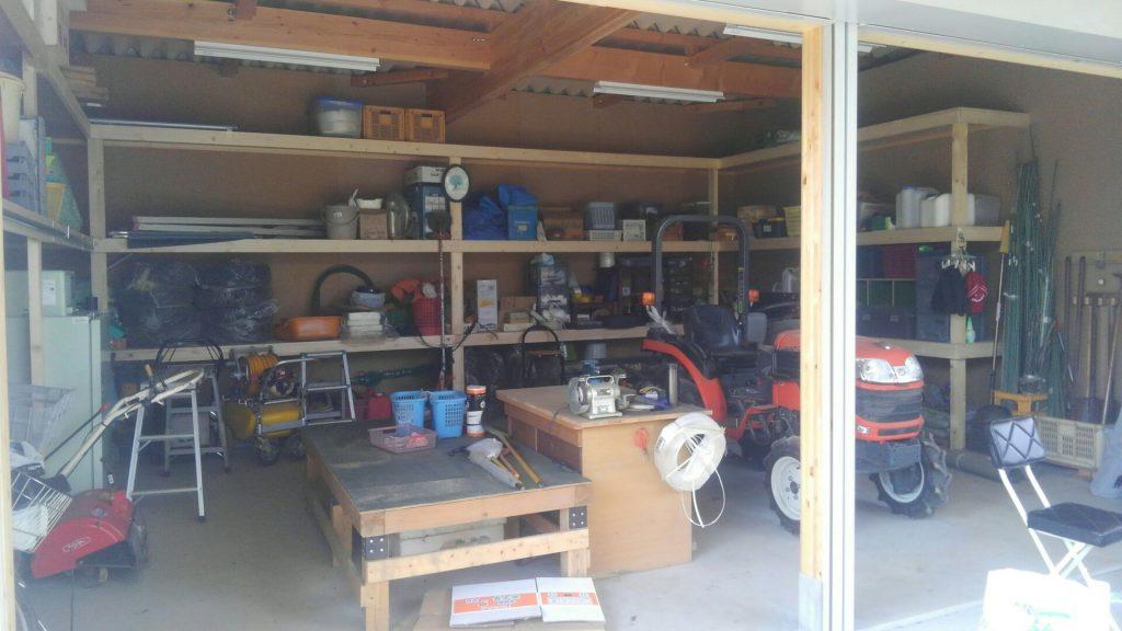 棚の工事が終わり、お客様が早速収納を始めました♪