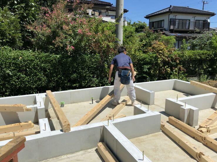 上棟に向け土台敷きが始まりました。