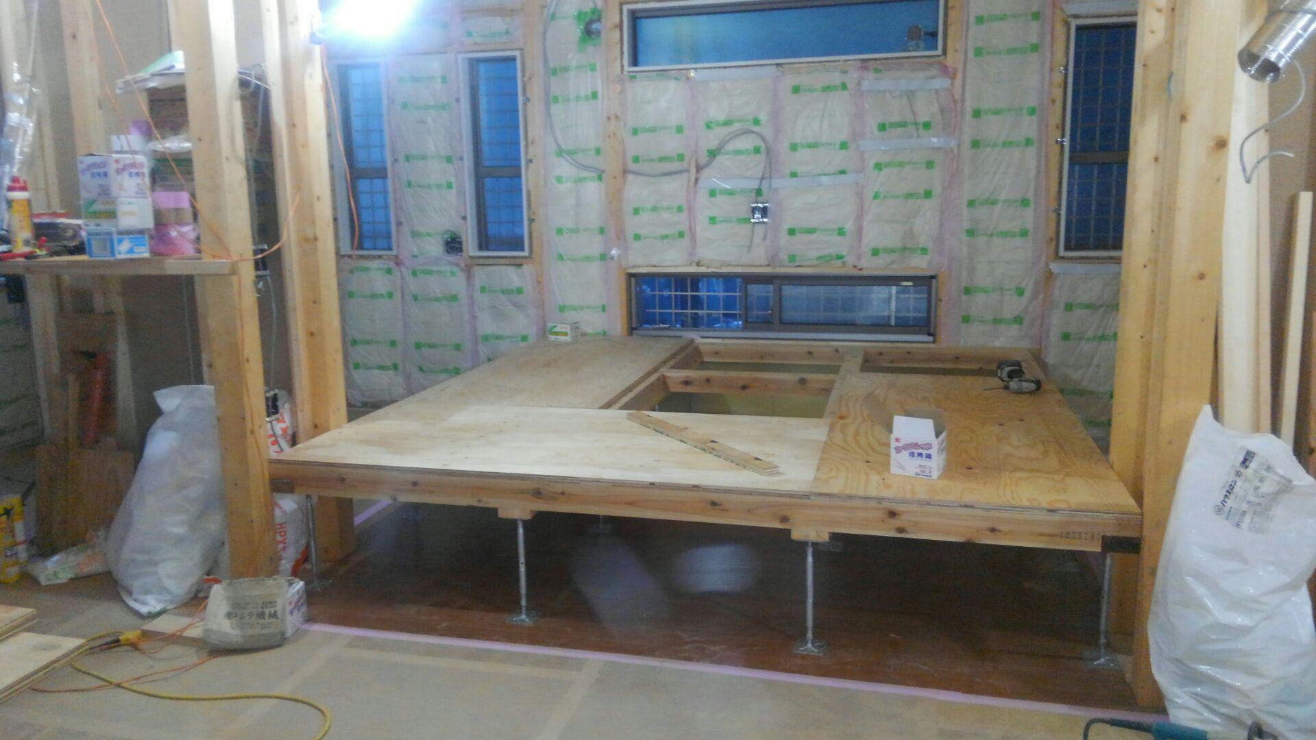 K様邸のタタミコーナーです。一段上げて下には引出式の収納を作ります。