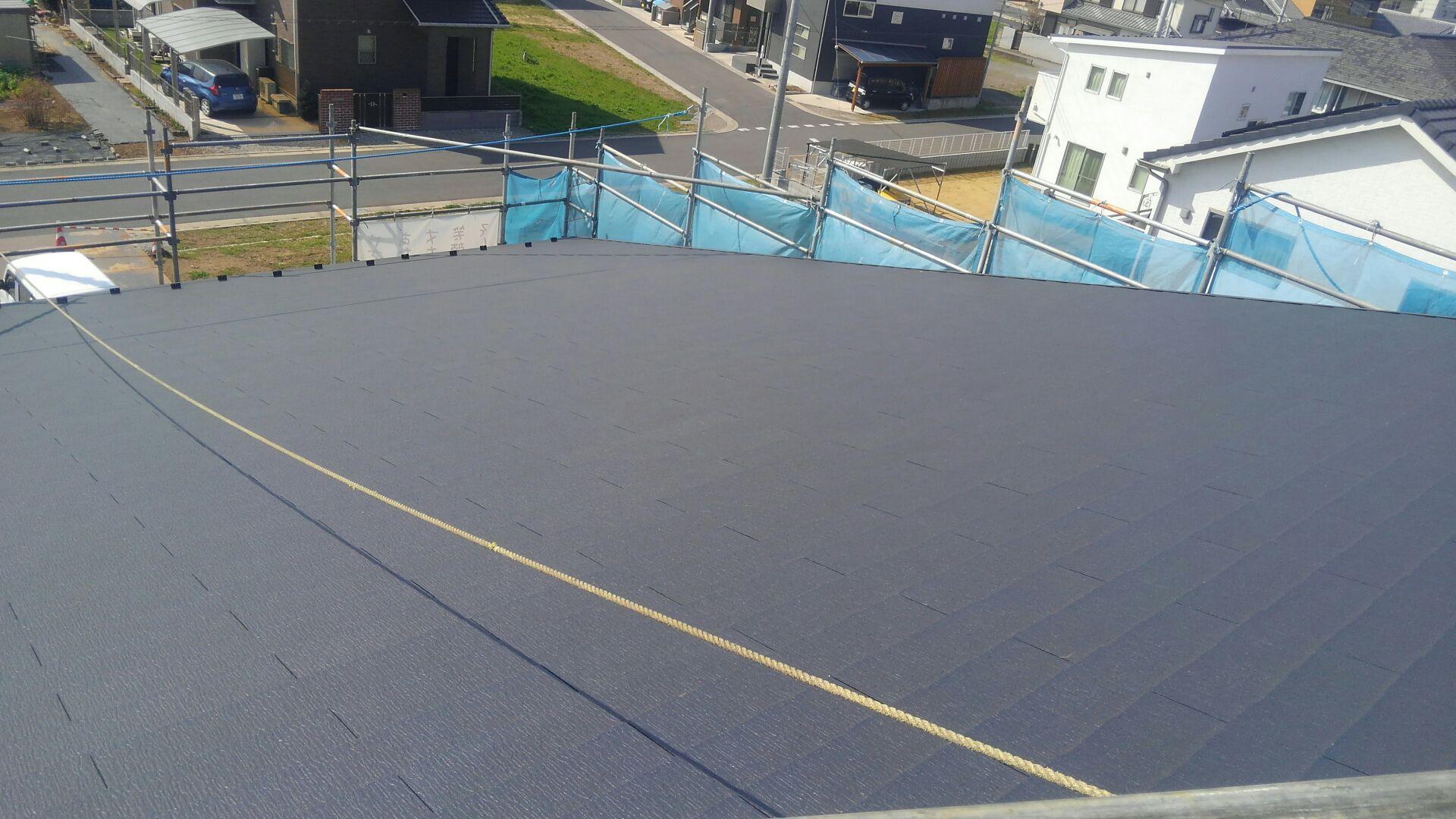 屋根工事完了! コロニアルの屋根、いいですね! ハクリョクまんてんのしあがりです。