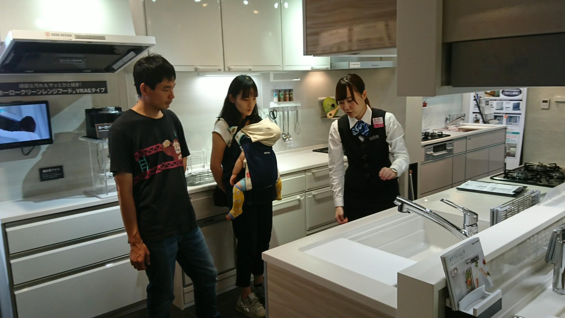 システムキッチン、ユニットバス、洗面化粧台を ひととおりご覧いただきました。