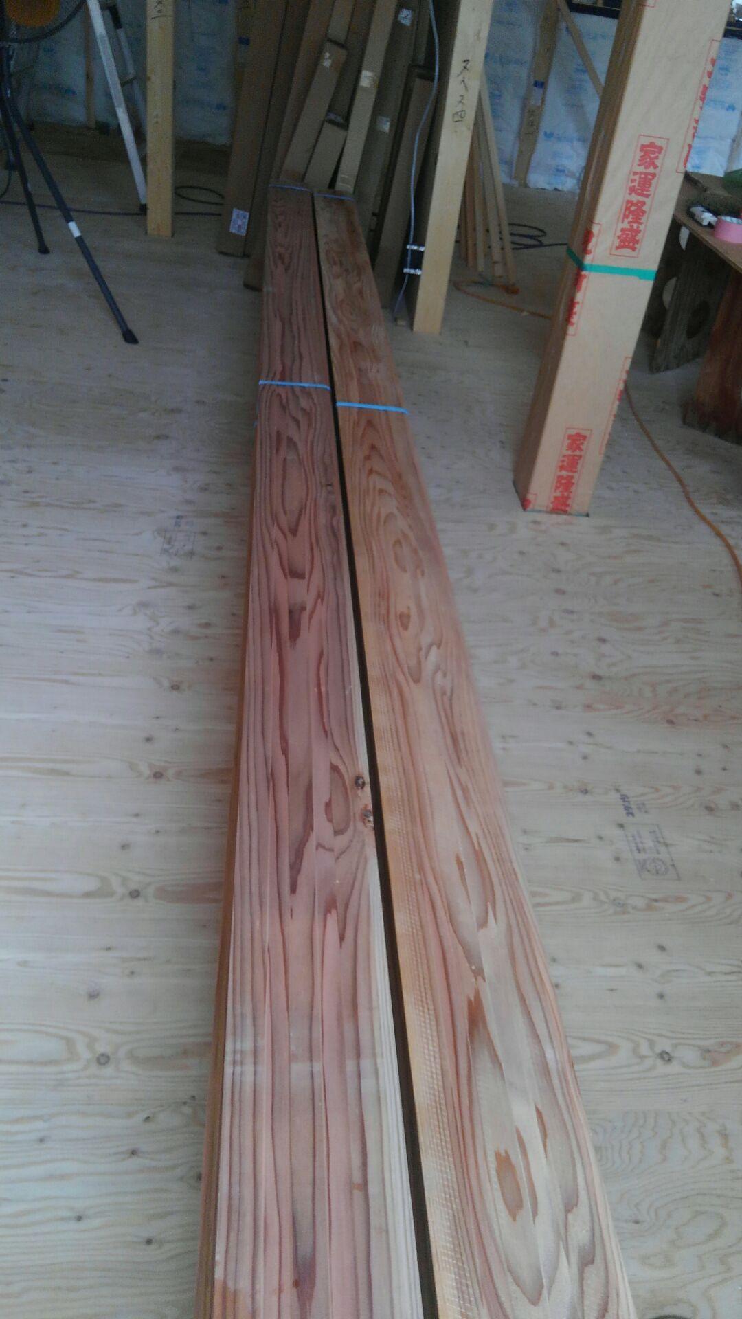 I様邸の天井仕上げ材は、杉板を採用