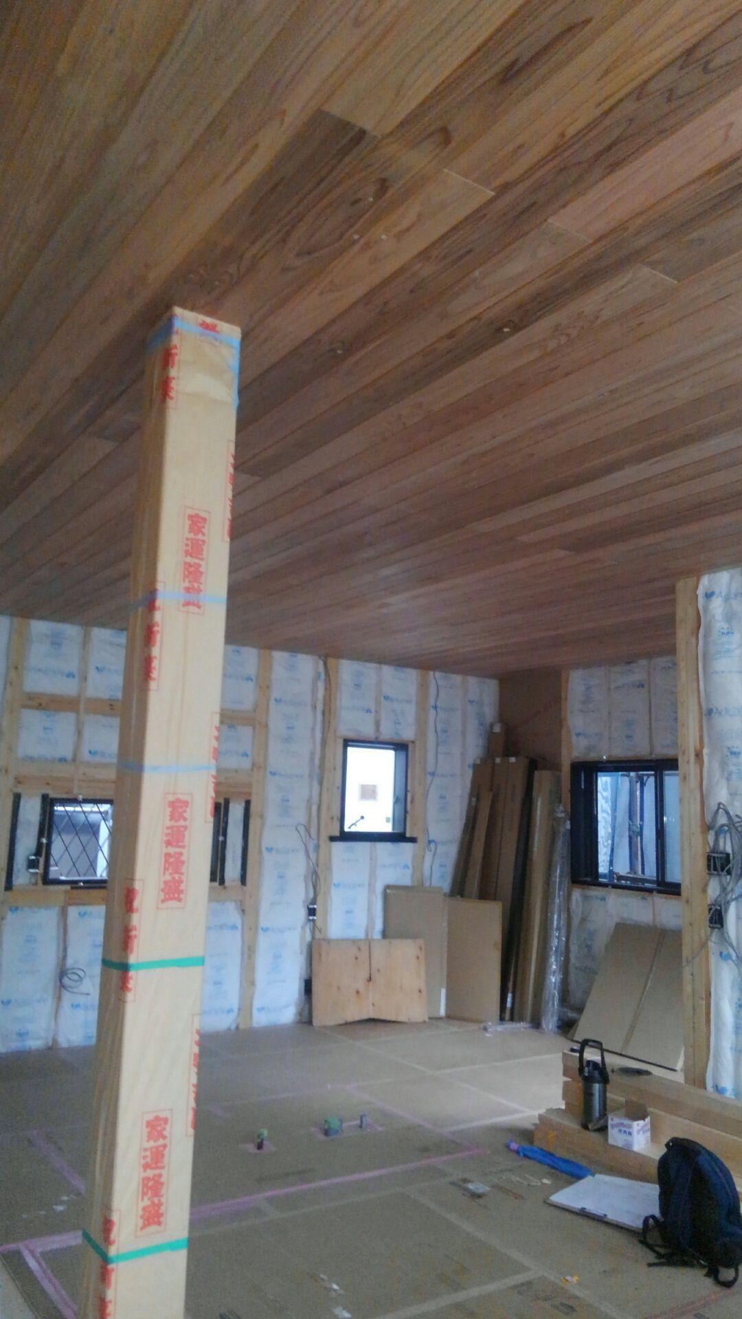 【注文住宅】白岡市I様邸 1階のリビング天井完成です。