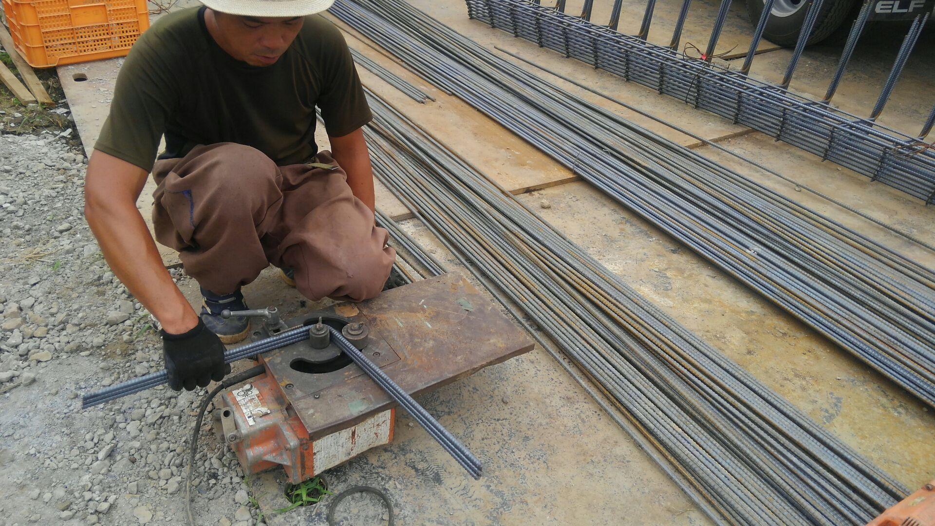 立ち上がりの鉄筋は、ユニットを仕様。補強筋などは、頭が現場で加工です。