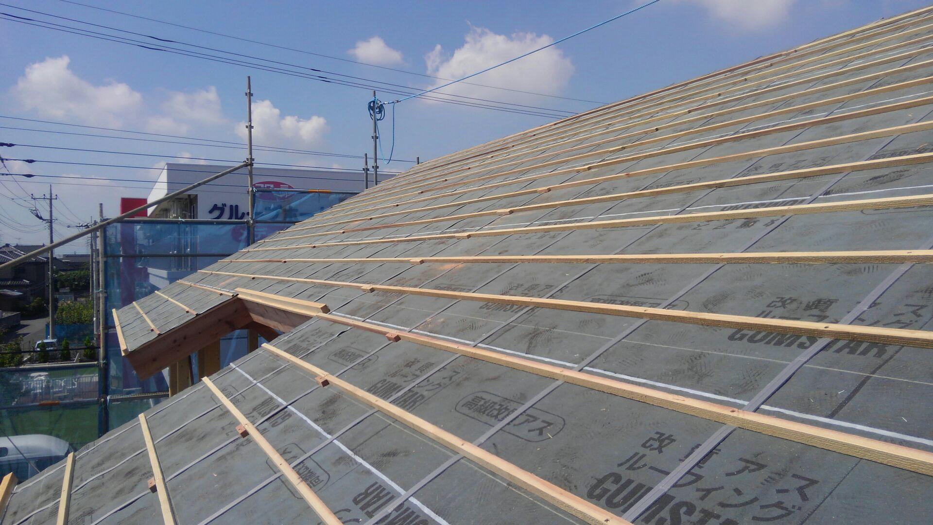 桟を取付て、屋根下地完成です。