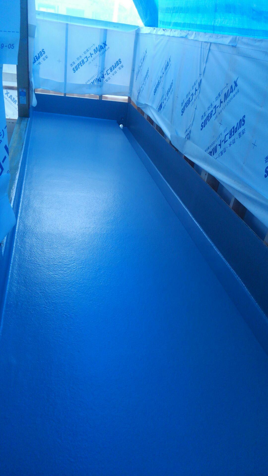 色を付けてFRP防水の完成です。